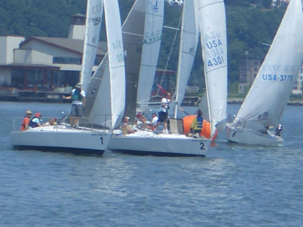 Knickerbocker-sailing-2